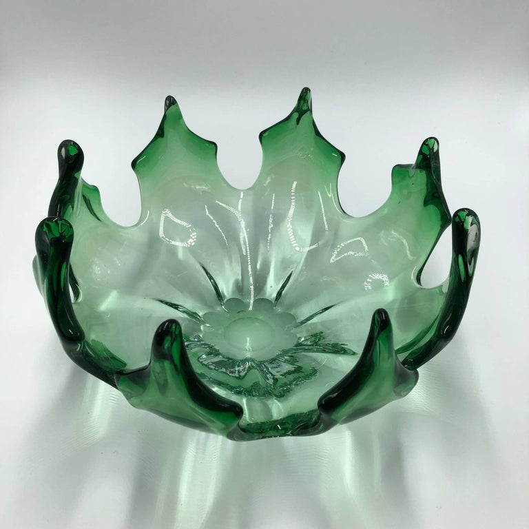 Stunning Murano glass bowl in beautiful green color,  Italy, 1960s.
