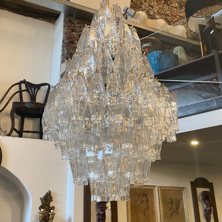 A stylish transparent poliedri Murano glass chandelier in perfect conditions, it works 110-240 volts and needs regular e27 bulbs.