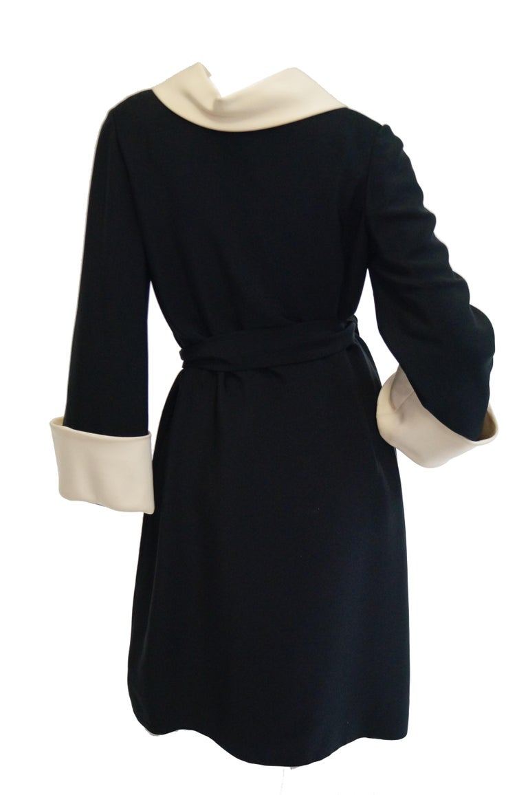 1960s Norman Norell Black and Cream Contrast Silk Shift Dress In Excellent Condition For Sale In Houston, TX