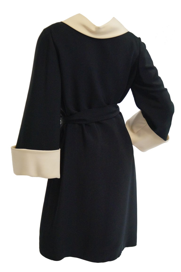 Women's 1960s Norman Norell Black and Cream Contrast Silk Shift Dress For Sale