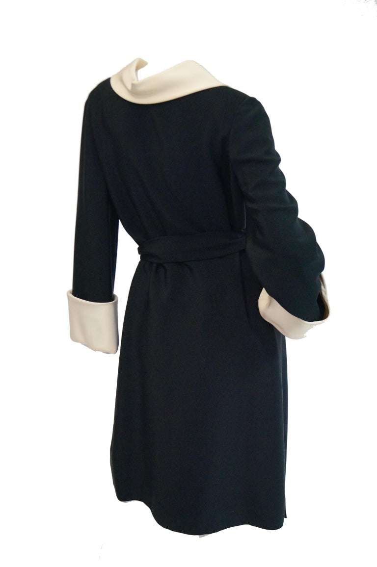 1960s Norman Norell Black and Cream Contrast Silk Shift Dress For Sale 1