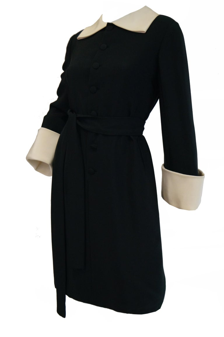 1960s Norman Norell Black and Cream Contrast Silk Shift Dress For Sale 3