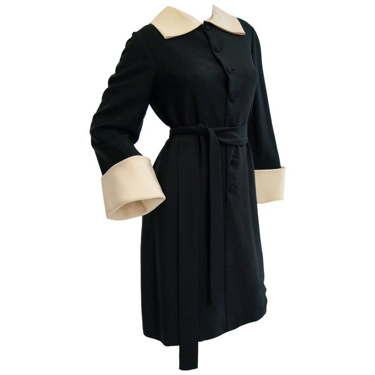 1960s Norman Norell Black and Cream Contrast Silk Shift Dress For Sale