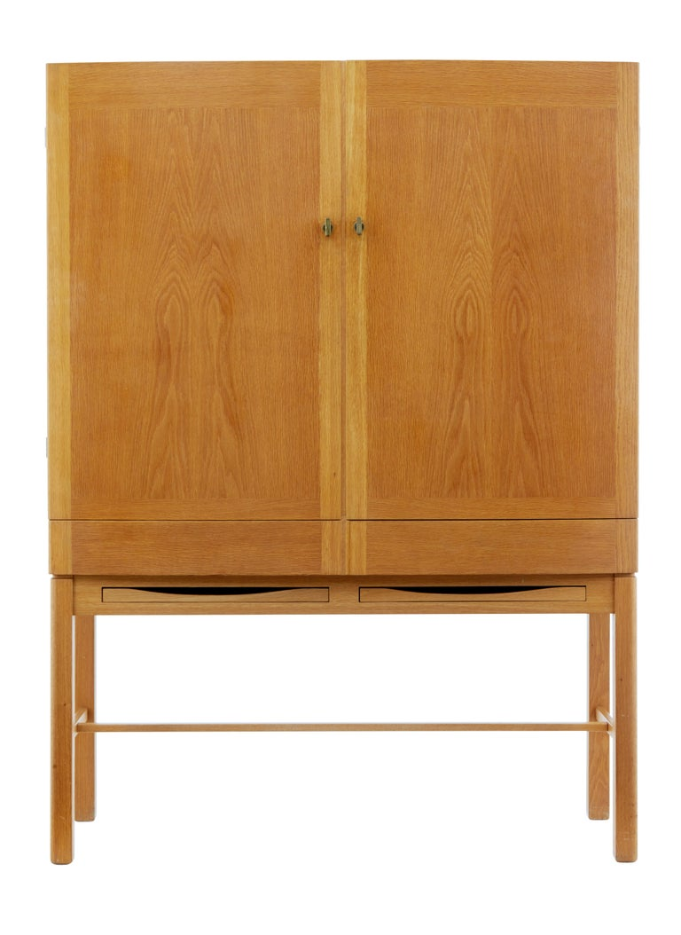Fine quality Scandinavian cabinet designed by Gunnar Mystrand for Kallemo.