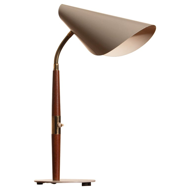 Beautiful off-white desk or table lamp with brass and teak details made by Karlskrone Lampfabrik, Sweden and all in good condition.