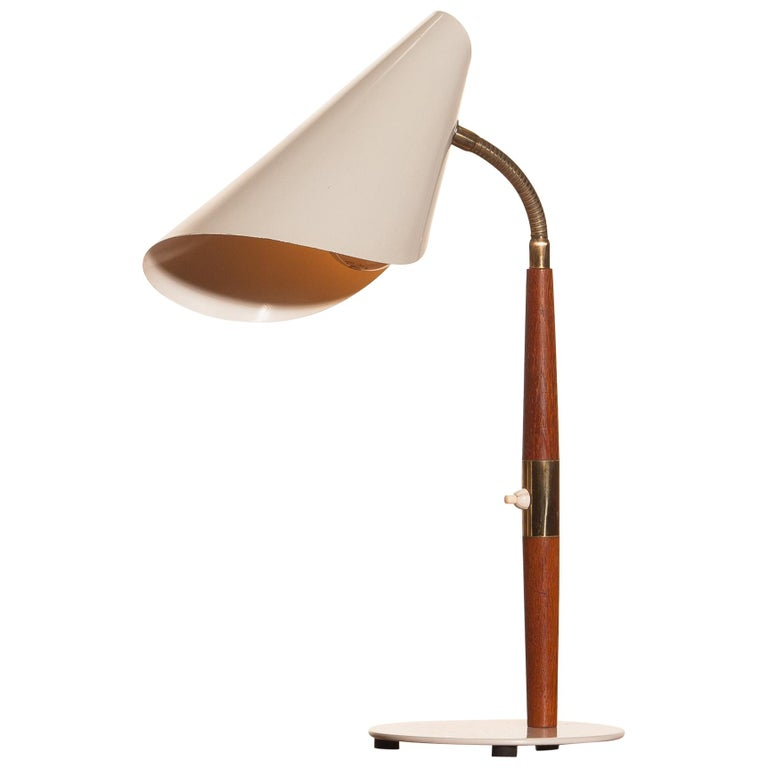 1960s, Off-White with Teak and Brass Elements Desk or Table Lamp by Karlskrona In Good Condition In Silvolde, Gelderland
