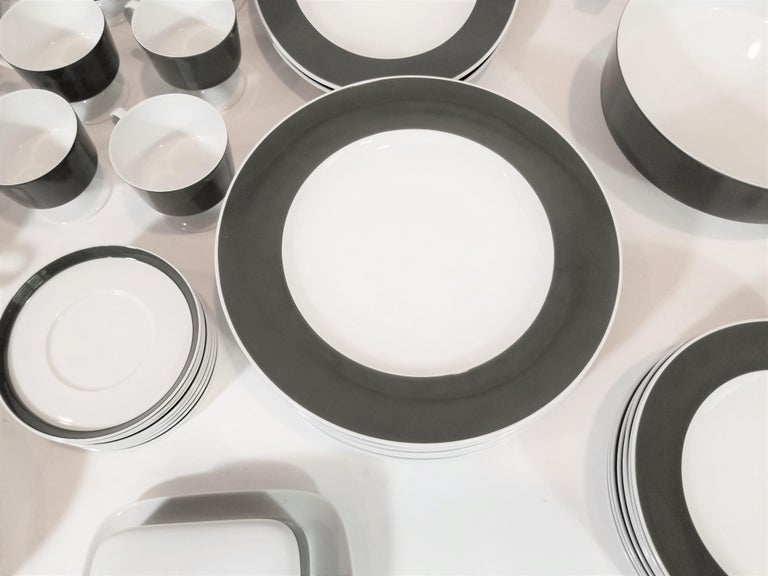 1960s Olive Rosenthal, Continental Midcentury Porcelain Service for 8 / 63 Pcs In Excellent Condition In New York, NY