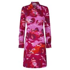 1960s or 1970s Ken Scott Fuchsia Pink Novelty Racing Car Print Shirt Dress