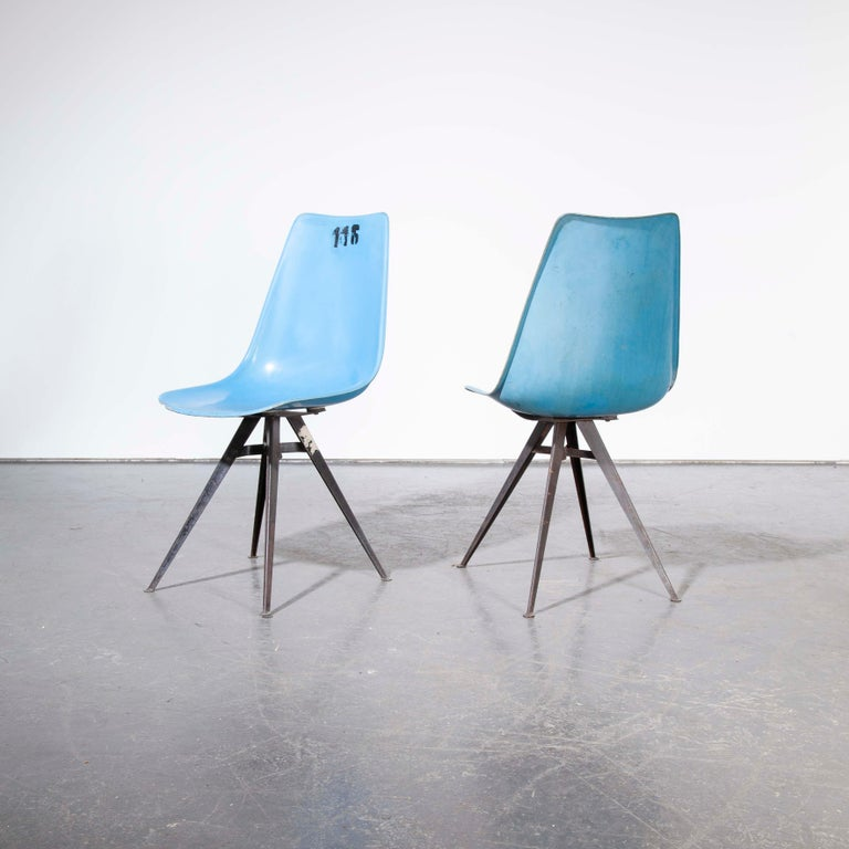 1960s Pair of Original Blue Fiberglass Side / Dining Chairs In Good Condition For Sale In Hook, Hampshire