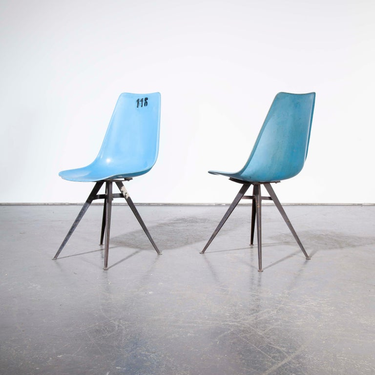 Mid-20th Century 1960s Pair of Original Blue Fiberglass Side / Dining Chairs For Sale