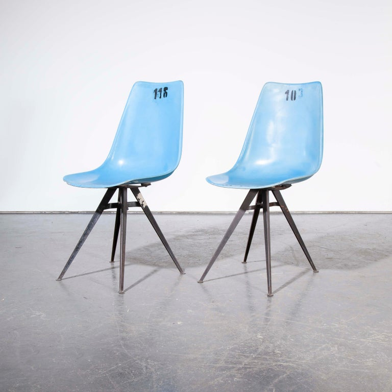 1960s Pair of Original Blue Fiberglass Side / Dining Chairs For Sale 2