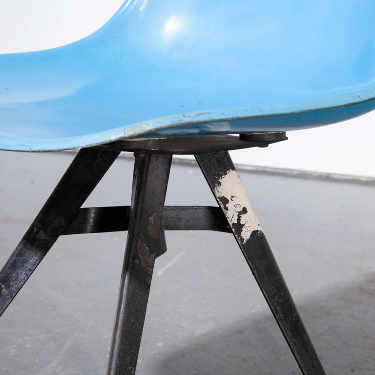 1960s Pair of Original Blue Fiberglass Side / Dining Chairs For Sale 3