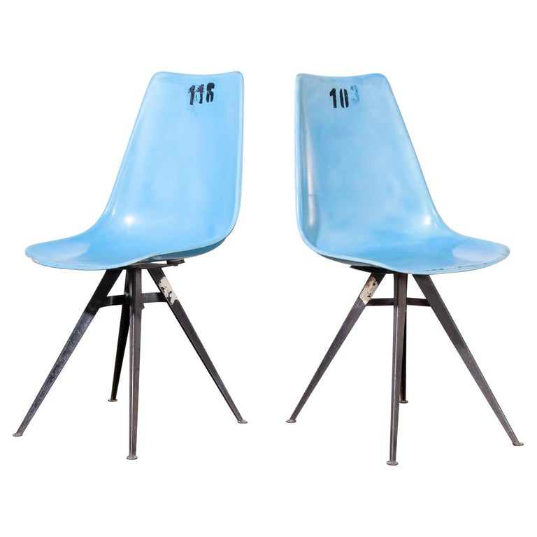 1960s Pair of Original Blue Fiberglass Side / Dining Chairs For Sale