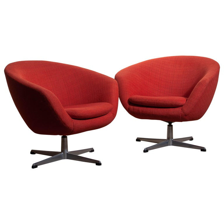 Beautiful and rare set of two typical Scandinavian 1960s lounge / easy chairs designed by Carl Eric Klote for Overman Denmark on an aluminum base. Overall condition is good. Note that we have four in total.