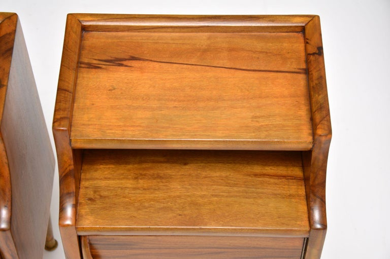 1960s Pair of Vintage Italian Walnut Bedside Cabinets For Sale 5