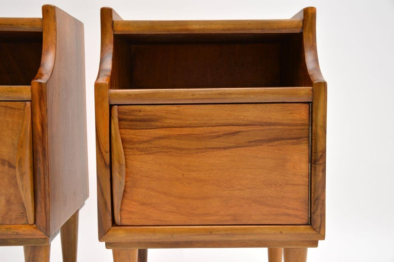 1960s Pair of Vintage Italian Walnut Bedside Cabinets In Good Condition For Sale In London, GB