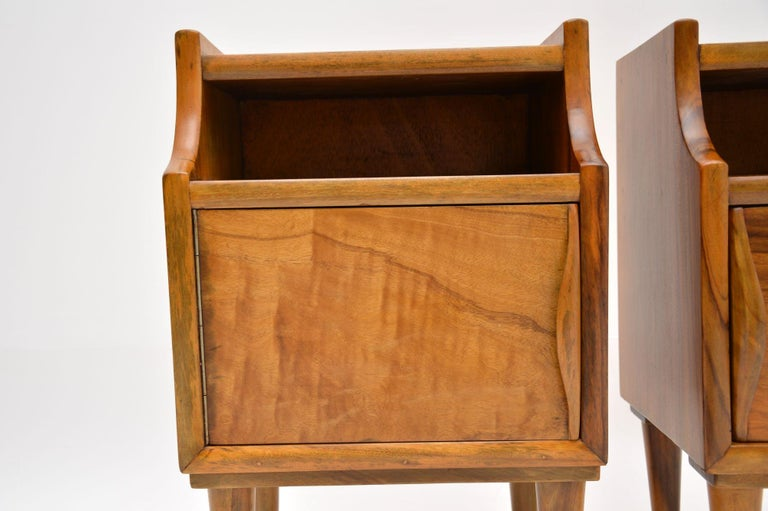 20th Century 1960s Pair of Vintage Italian Walnut Bedside Cabinets For Sale