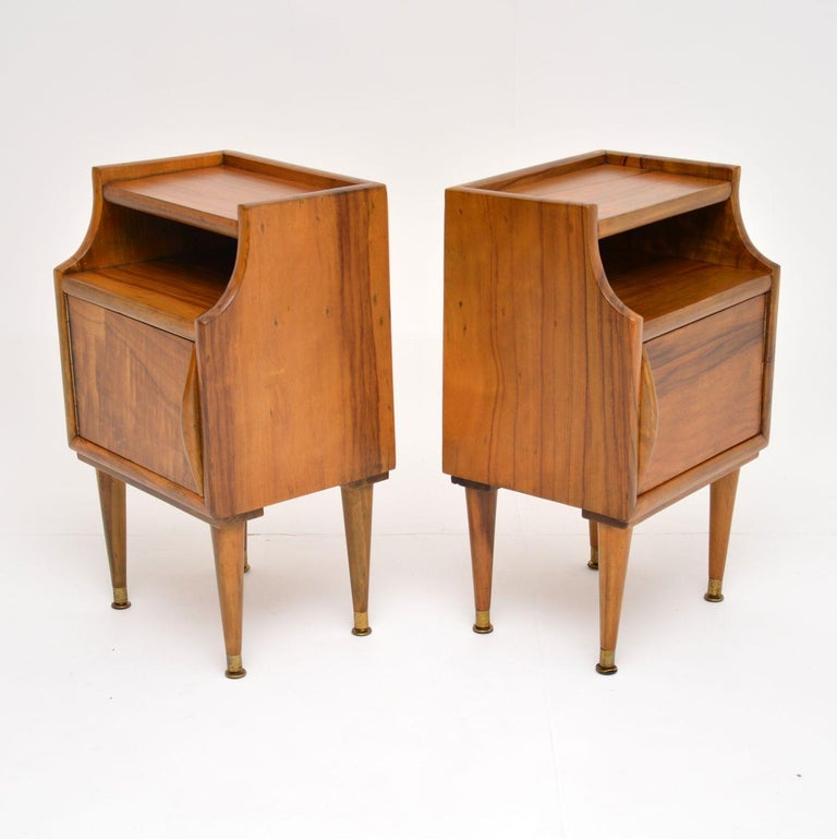 1960s Pair of Vintage Italian Walnut Bedside Cabinets For Sale 2