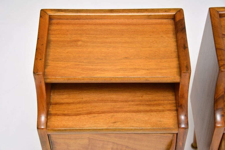 1960s Pair of Vintage Italian Walnut Bedside Cabinets For Sale 4