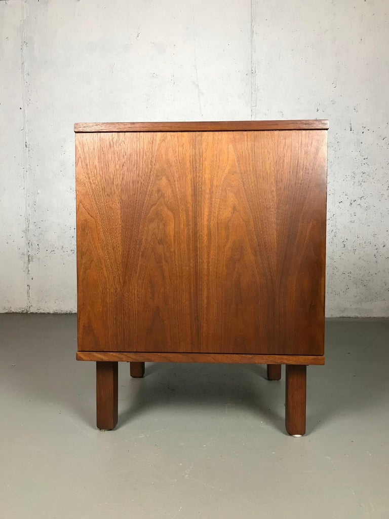 1960s Petite Low Chest in Walnut by Jens Risom In Good Condition For Sale In St.Petersburg, FL