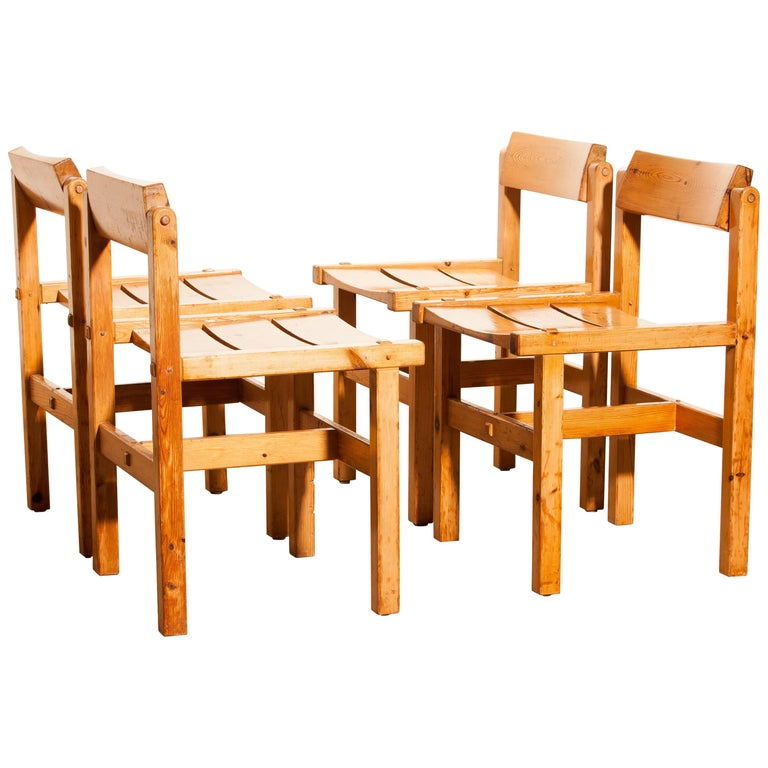 1960s, Set of Four Pine Dining Chairs by Edvin Helseth, Norway In Good Condition For Sale In Silvolde, Gelderland
