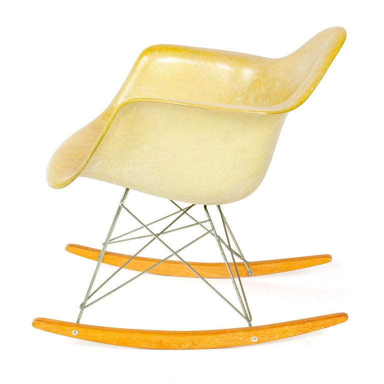 Mid-Century Modern 1960s RAR Rocking Chair by Charles & Ray Eames for Herman Miller For Sale