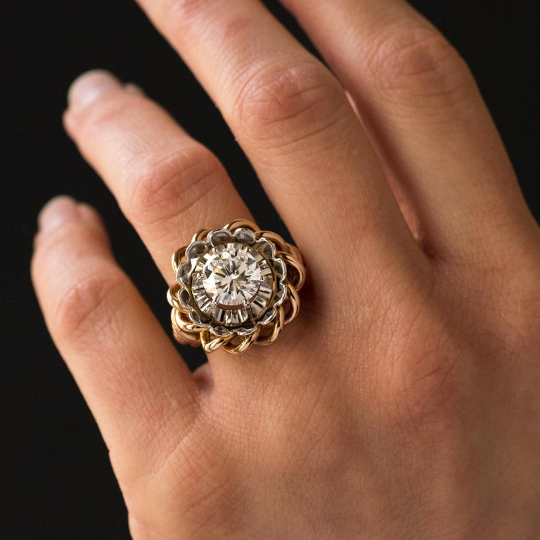 1960s Retro 2.06 Carat Diamond Solitary Ring For Sale 2