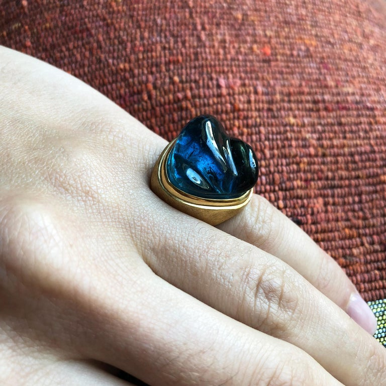 A forma livre carved tourmaline and 18 karat gold ring, by Roberto and Haroldo Burle Marx, c. 1960.  This ring is a size 5 and it is stamped Burle Marx, 750, IND BRAS, GB791.  Roberto and Haroldo Burle Marx were Brazilian brothers who created