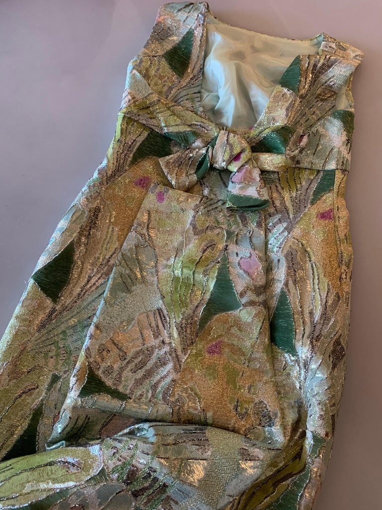 1960s Rochá  Butterfly Wing Patterned Lamé Brocade Empire Evening Gown W/ Bow For Sale 11