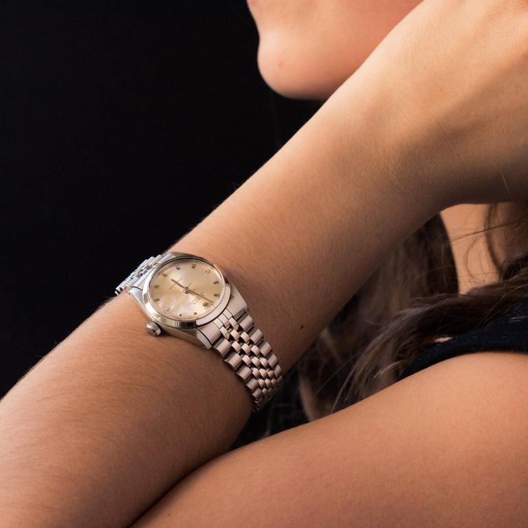 Bracelet watch in stainless steel signed Rolex Oysterdate Precision. Date at 3 o'clock. Glass with cycloloupe. Automatic mechanical movement. Original bracelet with double folding clasp with adjustable scale. Numbered in the clasp W10- Swiss made -
