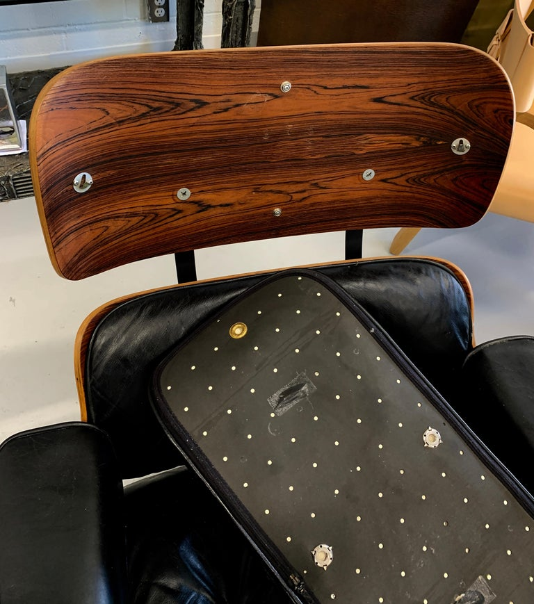 Leather 1960s Rosewood Eames Lounge Chair and Ottoman For Sale