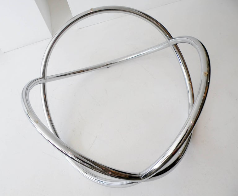 1960s Round Chrome and Glass Knotted Pretzel Twist Cocktail Table For Sale 3