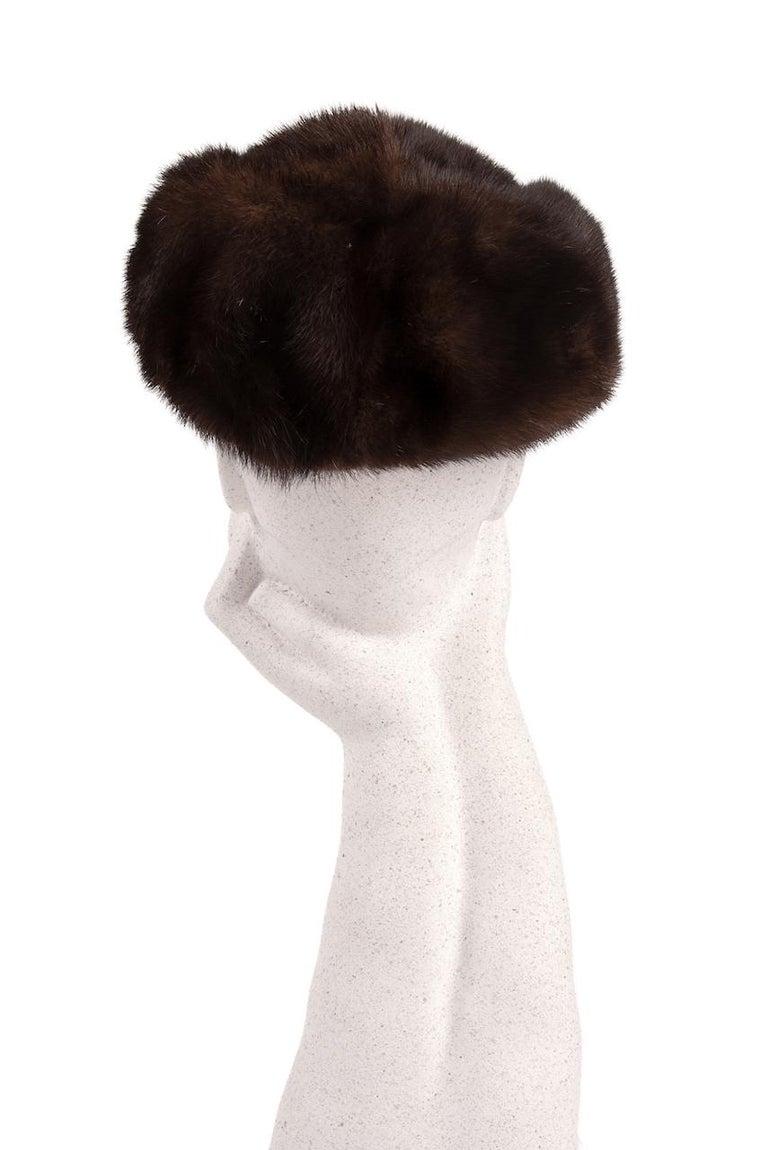 1960s Round Deep Chocolate Brown Genuine Mink Fur Hat In Excellent Condition For Sale In Munich, DE