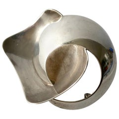 1960s Ruth Berridge American Modern Anticlastic Sterling Silver Brooch