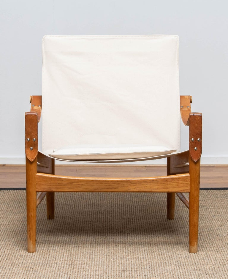 Beautiful safari chair designed by Hans Olsen for Viska Möbler in Kinna, Sweden.