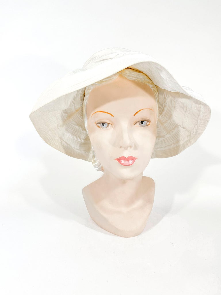 1960s Saks Fifth Ave Off-White Fashion Hat In Good Condition For Sale In San Francisco, CA