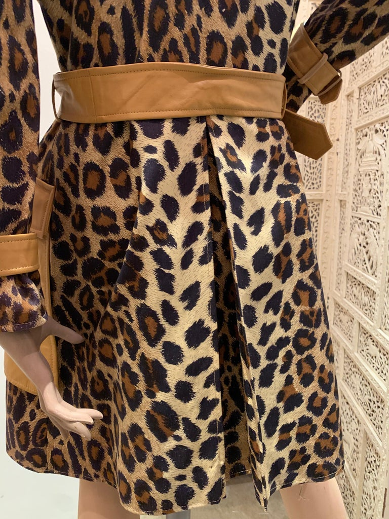 1960s Samuel Robert Leopard Stenciled Canvas Trench W/ Leather Collar Details For Sale 5