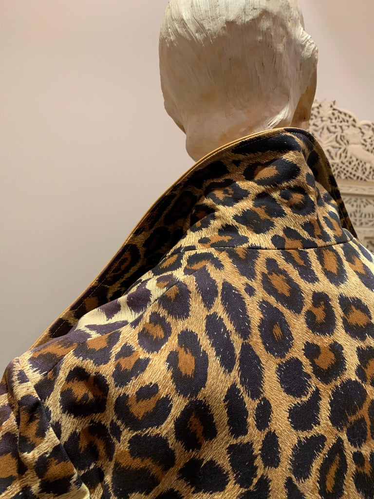 1960s Samuel Robert Leopard Stenciled Canvas Trench W/ Leather Collar Details For Sale 6