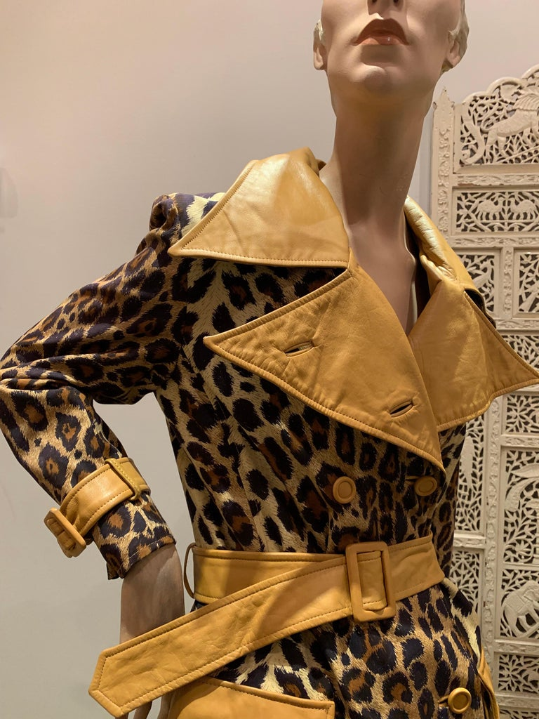 1960s Samuel Robert Leopard Stenciled Canvas Trench W/ Leather Collar Details For Sale 7
