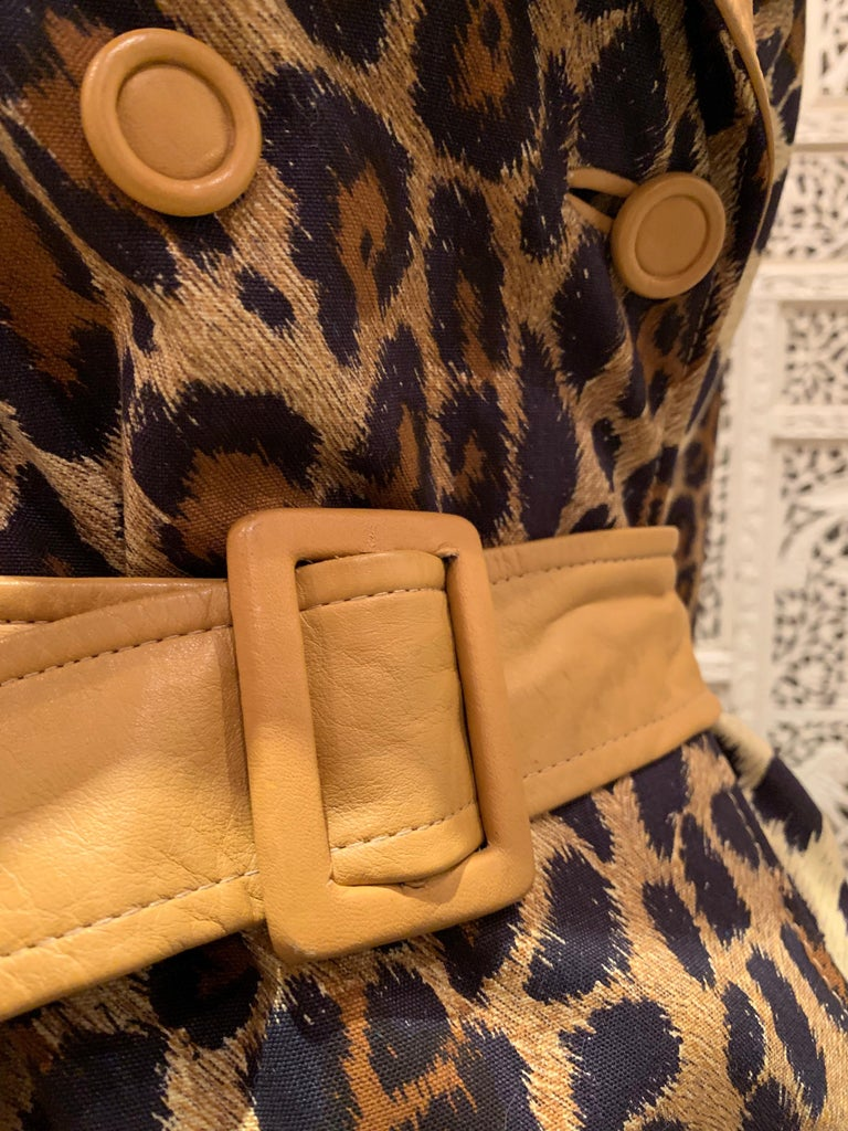 1960s Samuel Robert Leopard Stenciled Canvas Trench W/ Leather Collar Details For Sale 9