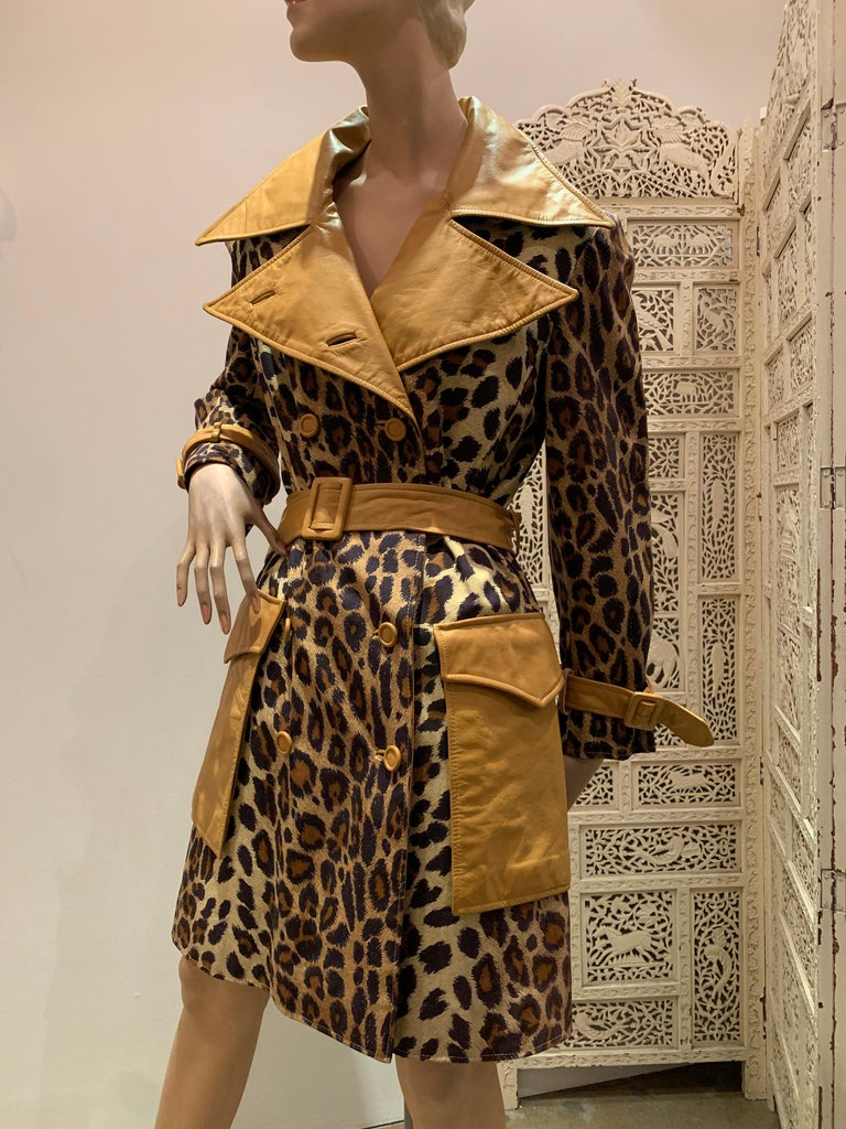 Women's 1960s Samuel Robert Leopard Stenciled Canvas Trench W/ Leather Collar Details For Sale