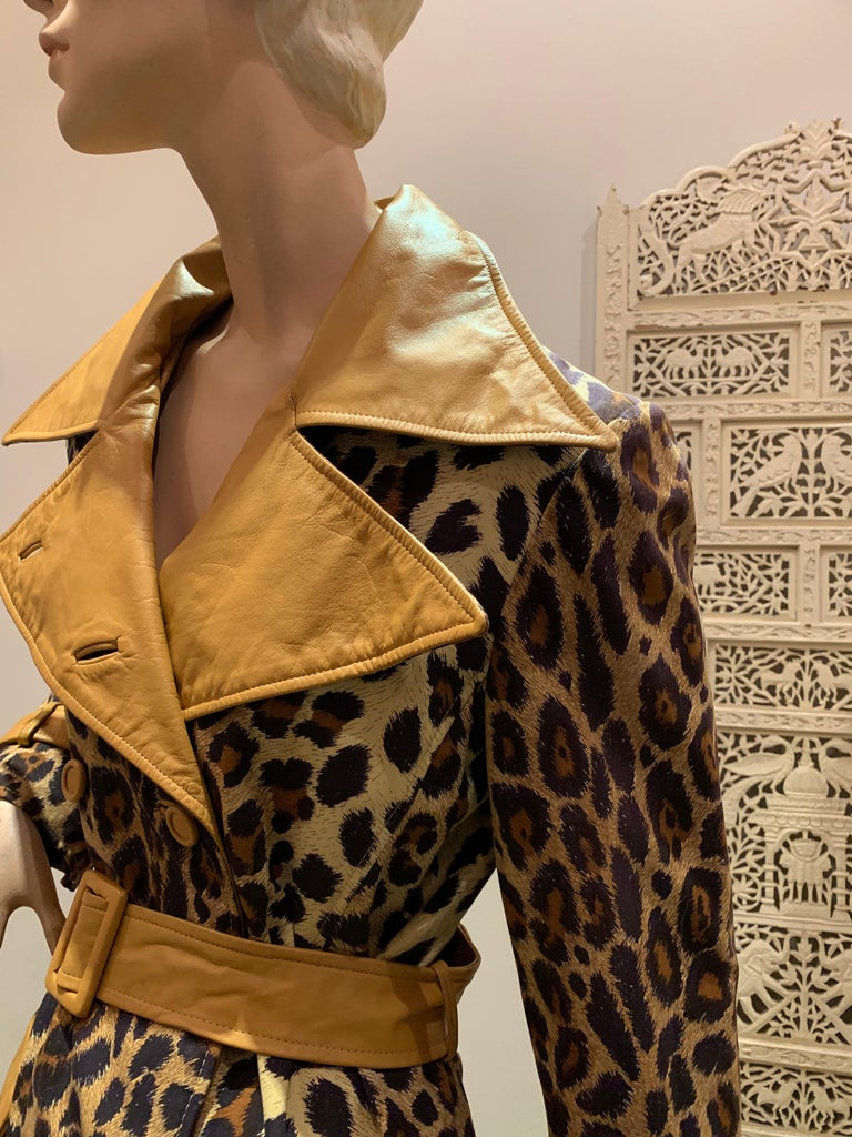 1960s Samuel Robert Leopard Stenciled Canvas Trench W/ Leather Collar Details For Sale 1