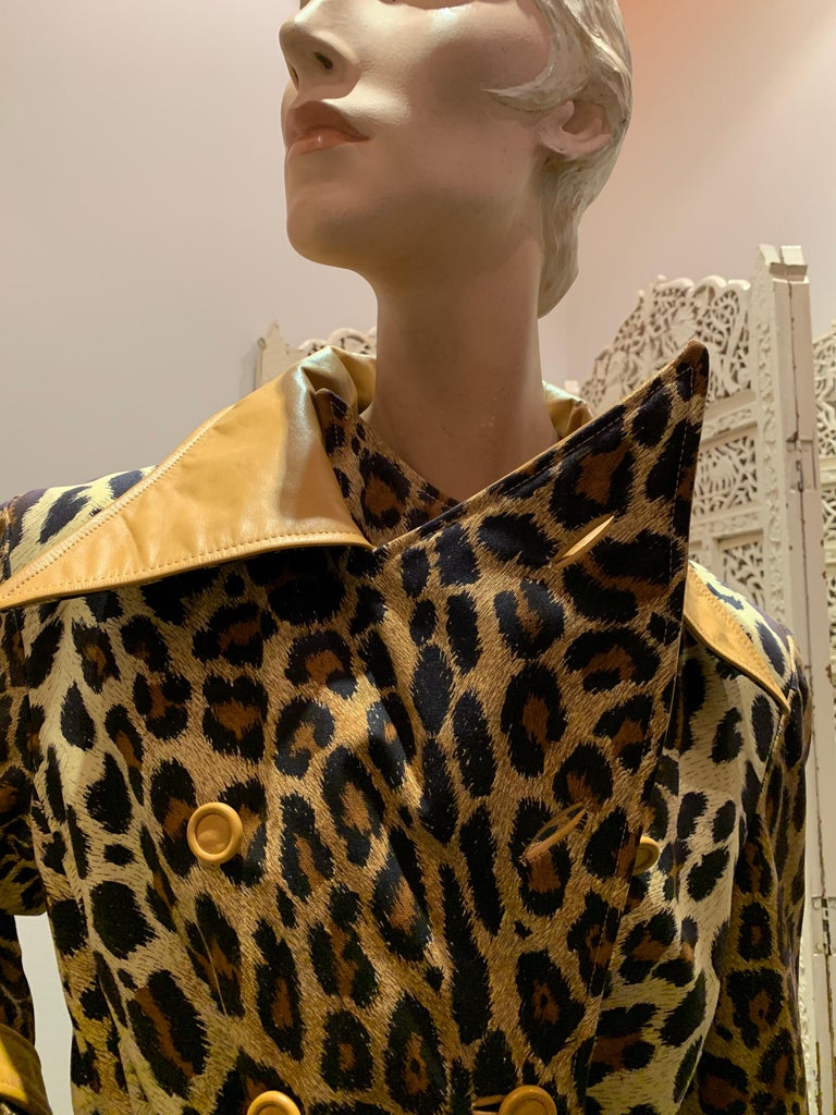 1960s Samuel Robert Leopard Stenciled Canvas Trench W/ Leather Collar Details For Sale 2