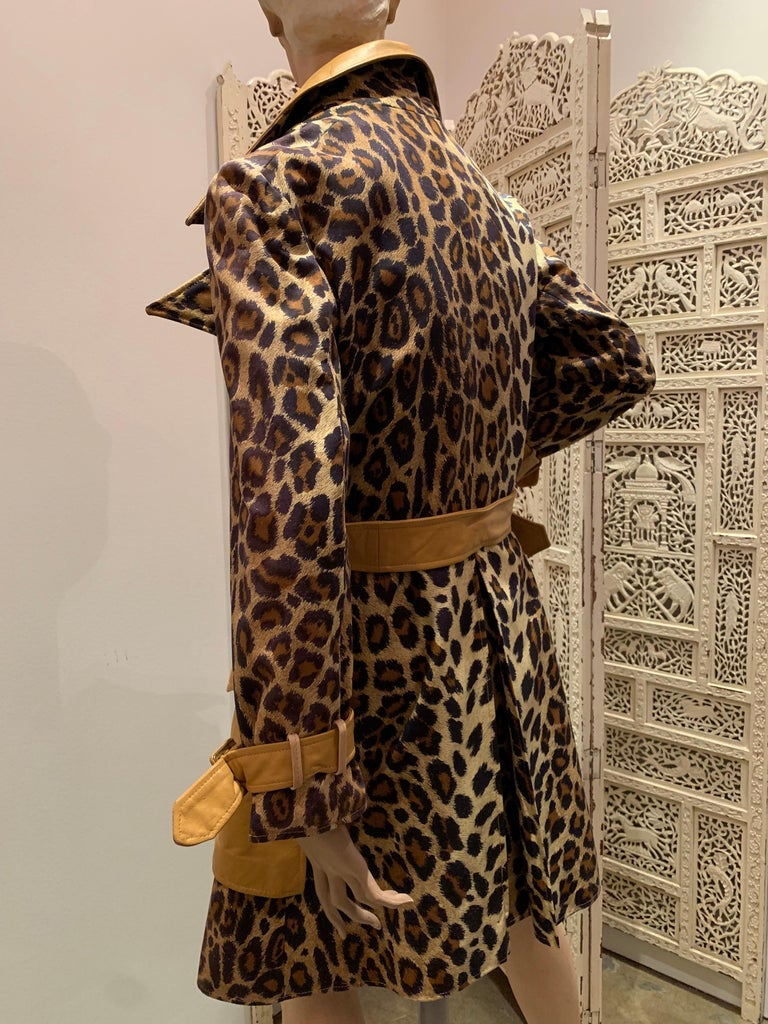 1960s Samuel Robert Leopard Stenciled Canvas Trench W/ Leather Collar Details For Sale 3