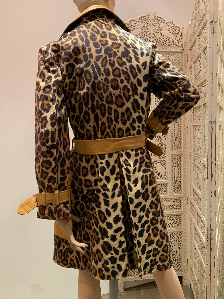 1960s Samuel Robert Leopard Stenciled Canvas Trench W/ Leather Collar Details For Sale 4