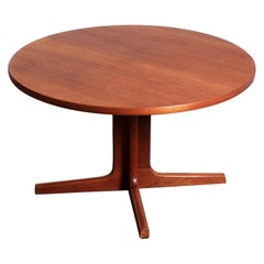 1960s Scandinavian Modern Danish Teak Round Extension Dining Table by Ansanger