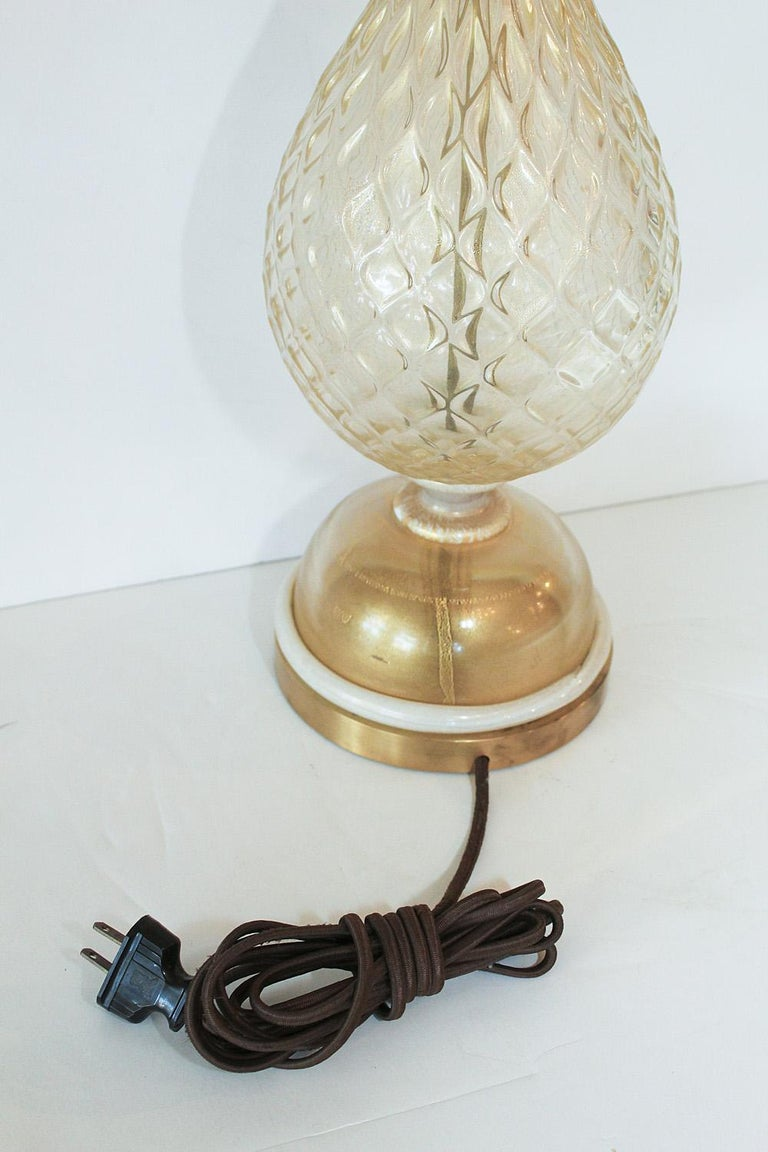 1960s Seguso White and Clear Gold Dusted Murano Glass Pineapple Lamp For Sale 5