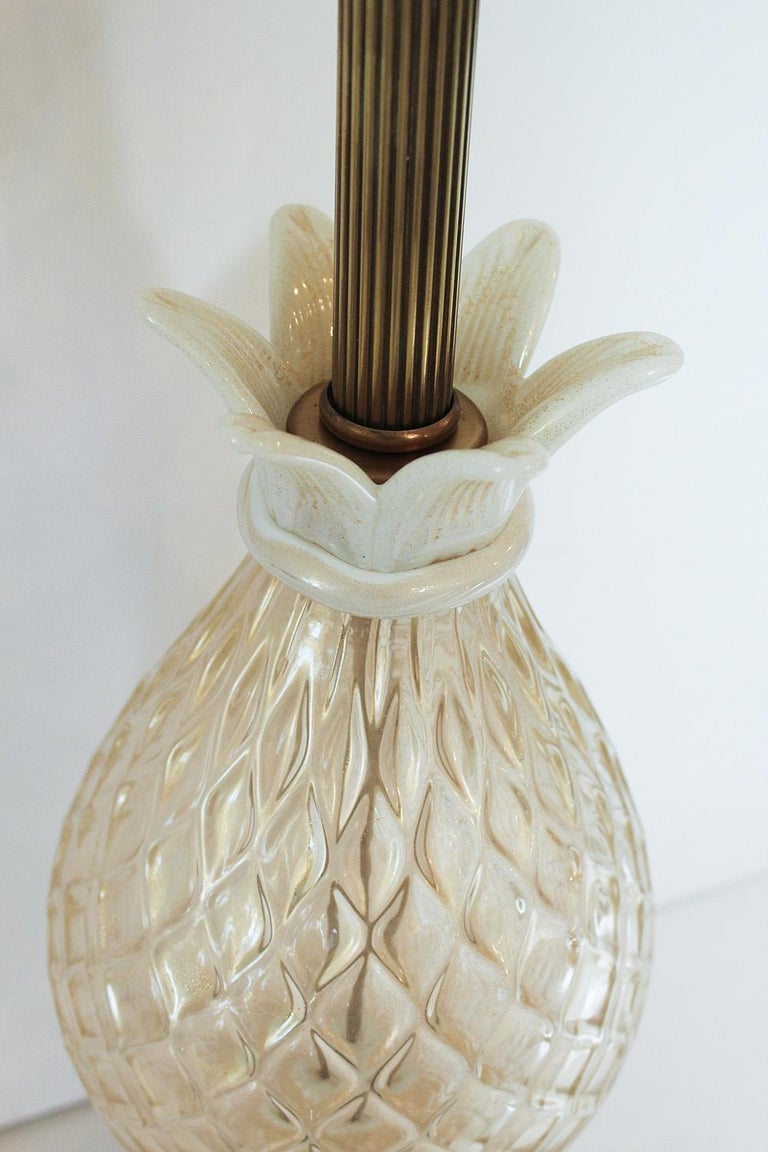 1960s Seguso White and Clear Gold Dusted Murano Glass Pineapple Lamp In Good Condition For Sale In North Miami, FL