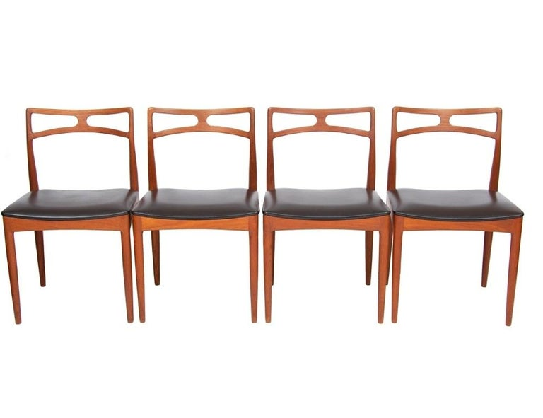 Beautiful set of 8 midcentury Danish teak dining chairs, designed by Johannes Andersen in 1961 for Mobelfabrik Christian Linneburg. Model 94 in teak and black vinyl. The chairs are in very good vintage condition with some age related scuffs to the