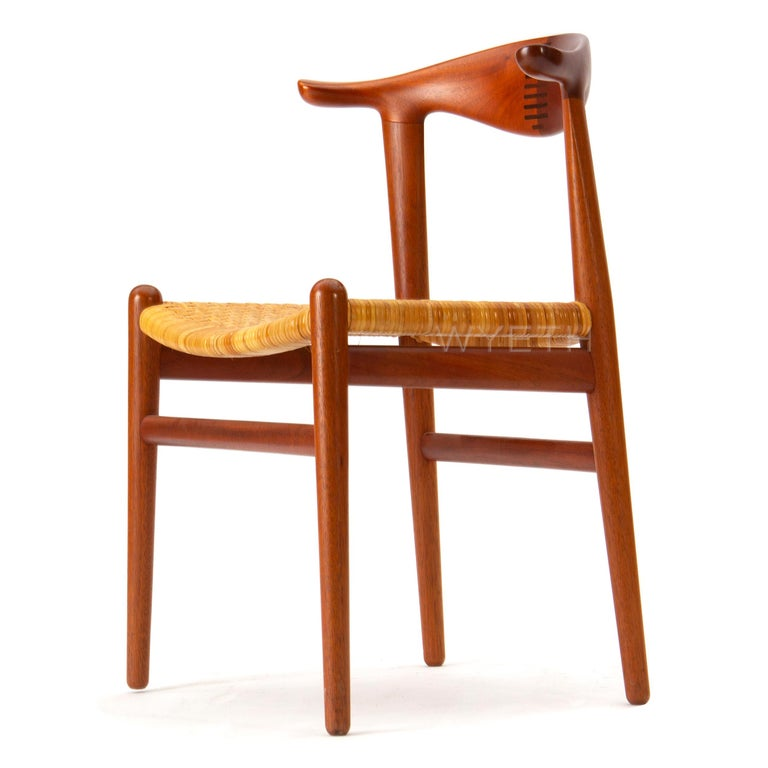 1960s Set of Ten Teak Cow Horn Chairs by Hans J. Wegner for Johannes Hansen In Good Condition For Sale In Sagaponack, NY